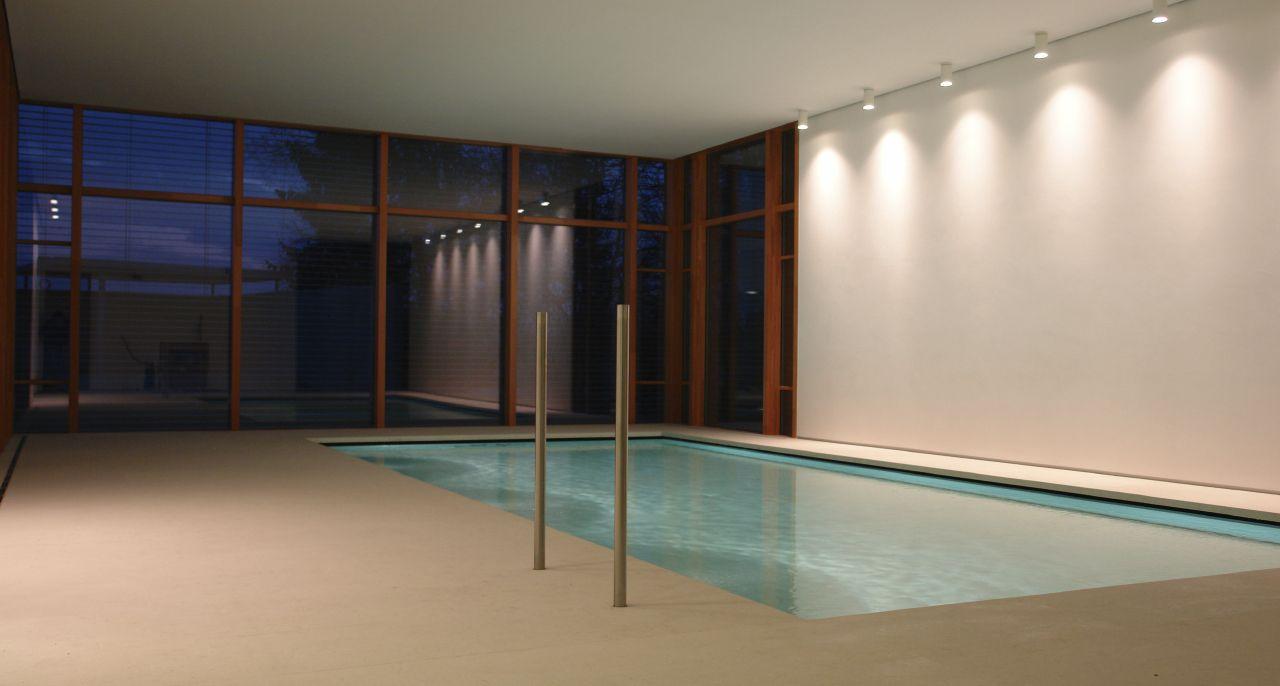 Naturstein-Pool mit versenkbarem Boden